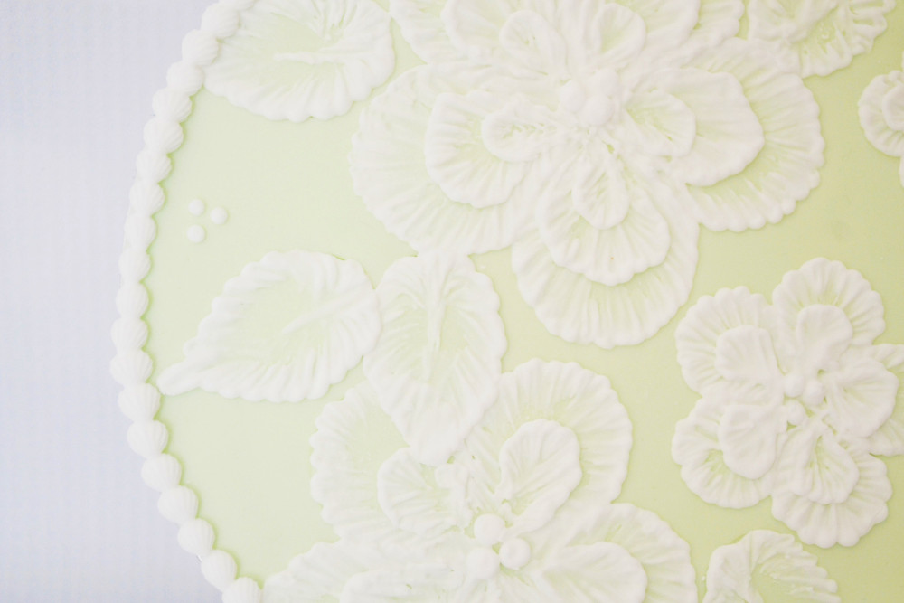 Close up of Brush Embroidery with royal icing, taught by Bonne Bouche Cakes, Maidstone