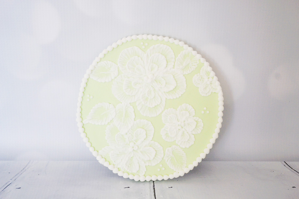 Brush Embroidery with royal icing, taught by Bonne Bouche Cakes, Maidstone