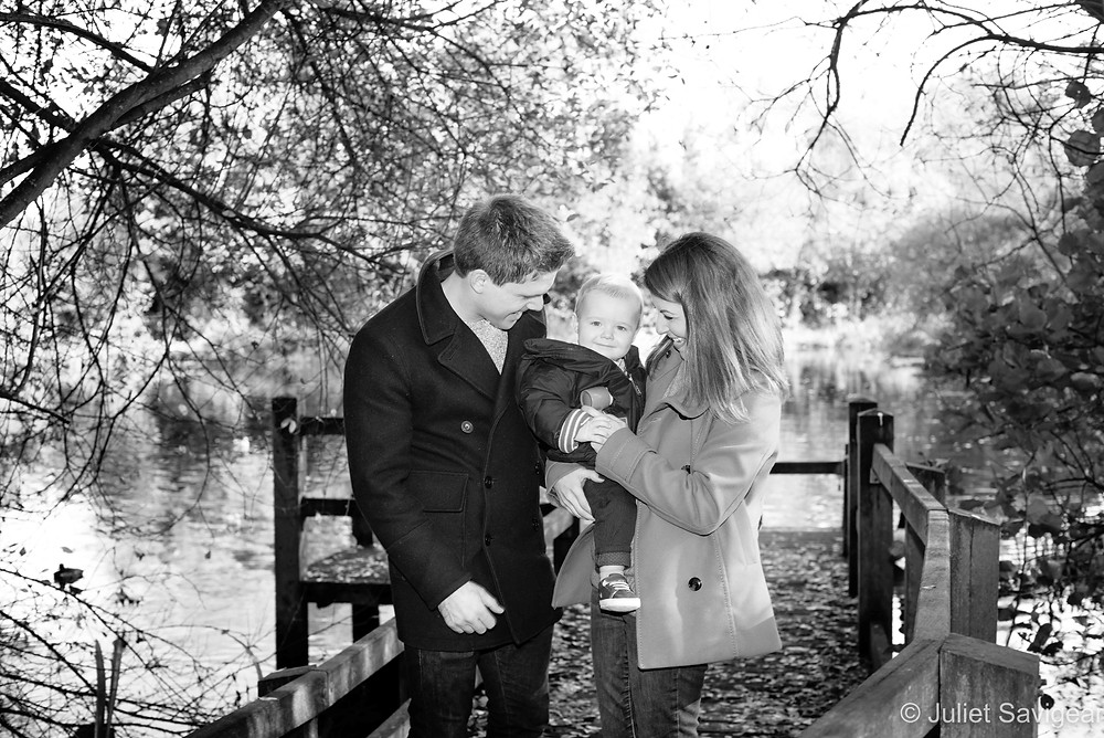 Natural family photos by the pond
