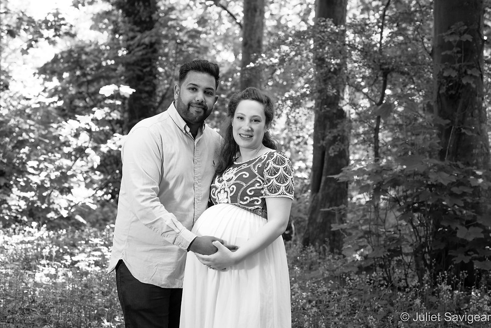Pregnancy photography in the bluebell woods