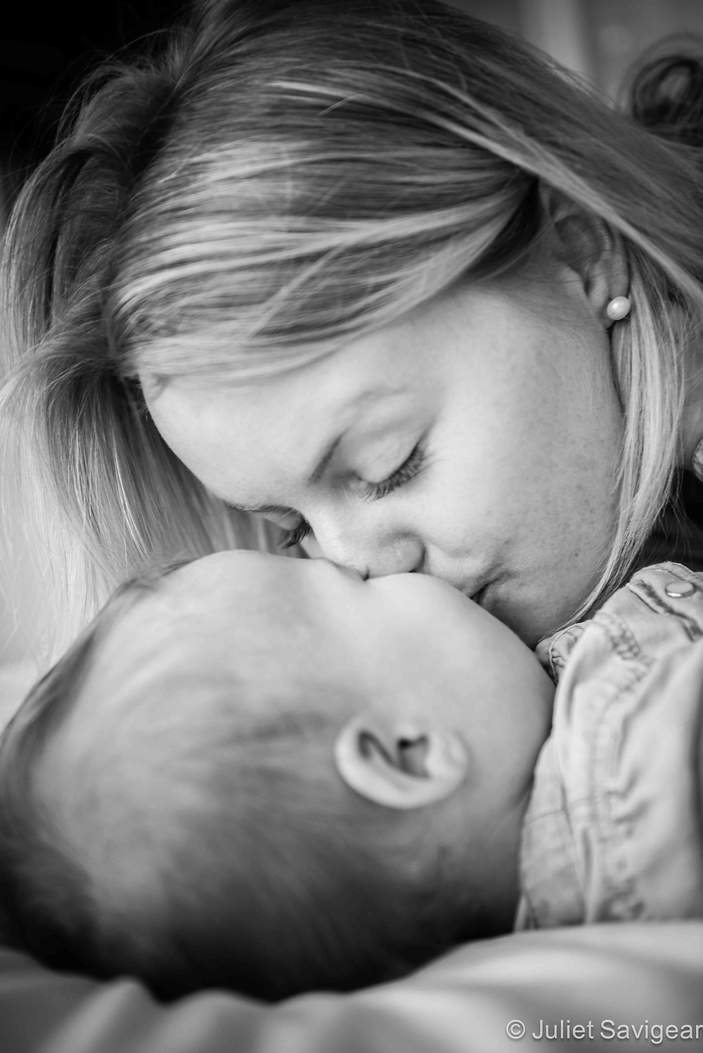 Kisses From Mummy - Family Photography, Balham