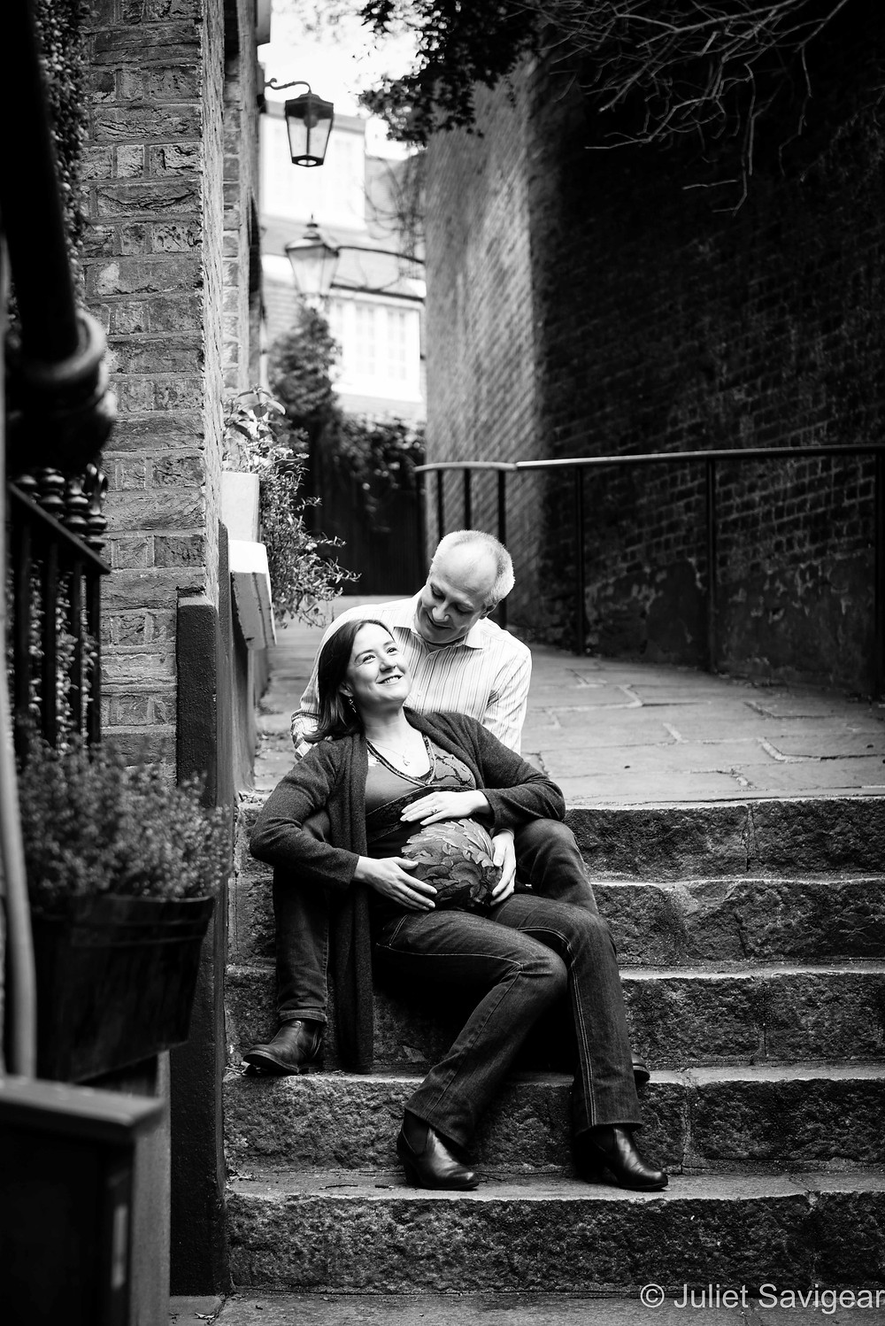 Little Alleyway - Maternity Photography - Hampstead