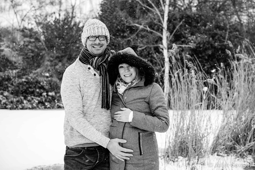 Maternity shoot in the snow