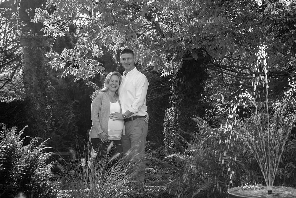 Maternity photo shoot in beautiful gardens