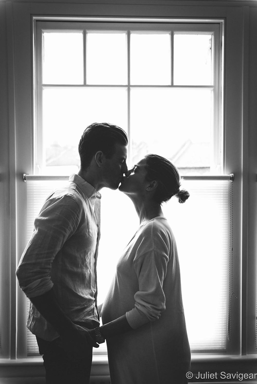 Kiss - Maternity Photography, Balham