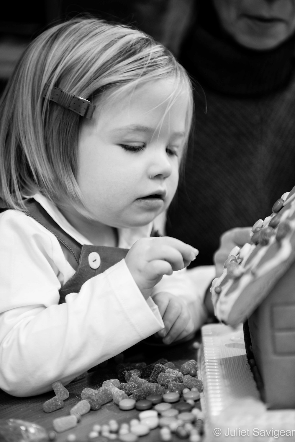 Decorating The Gingerbread House - Children's Photography, Clapham South
