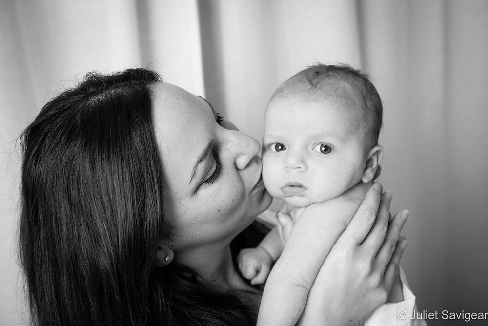 Mamma's Kiss - Baby Photographer, Leyton