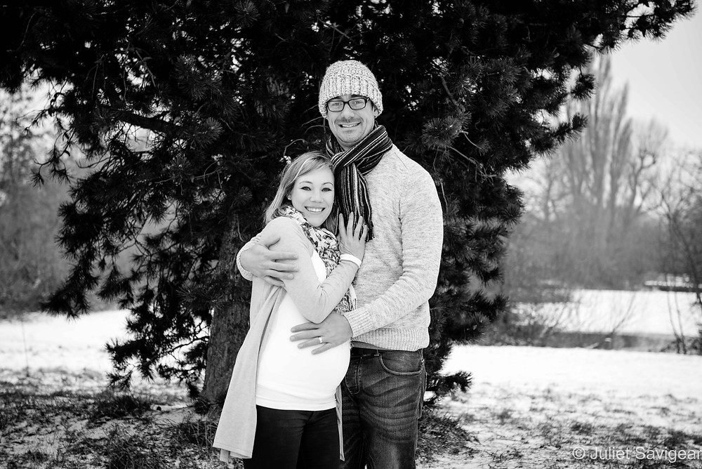 Wintery pregnancy photo shoot