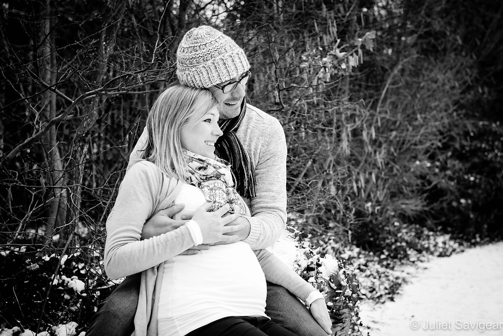Pregnancy photo shoot in the snow