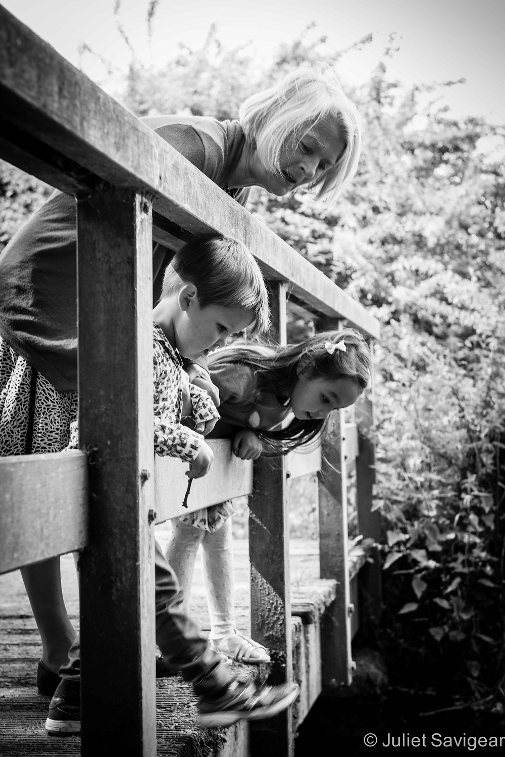 Pooh Sticks - Family Photography, Wimbledon