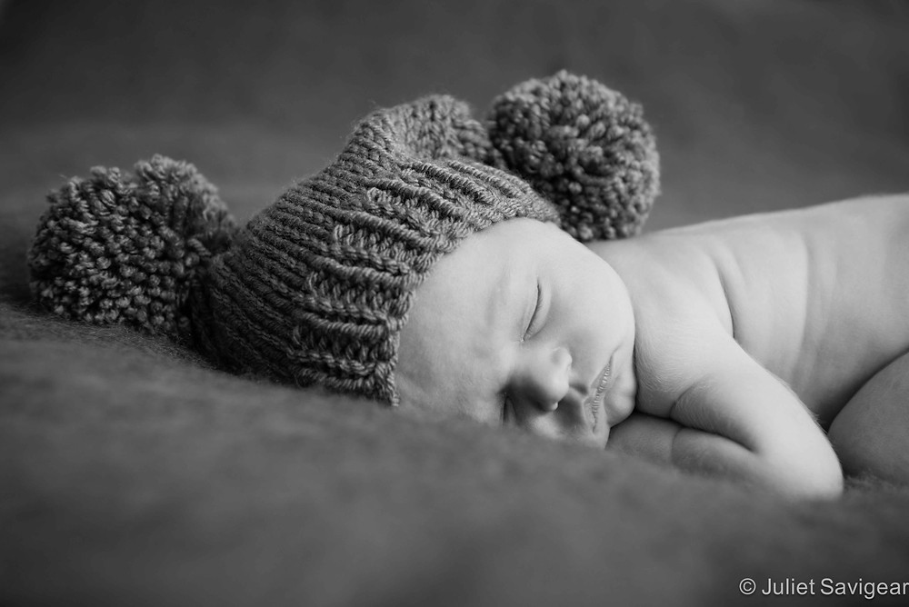 Sleepy head - Newborn Baby Photographer, London Bridge