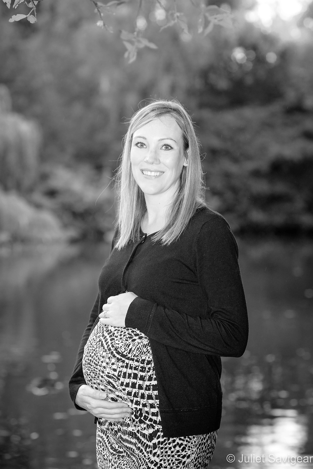 Outdoor pregnancy photography