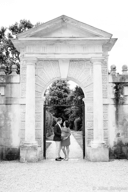 Maternity photo shoot - Chiswick House Gardens