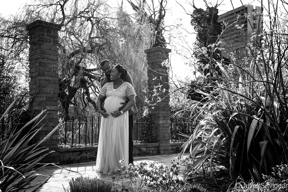 Outdoor maternity photo shoot