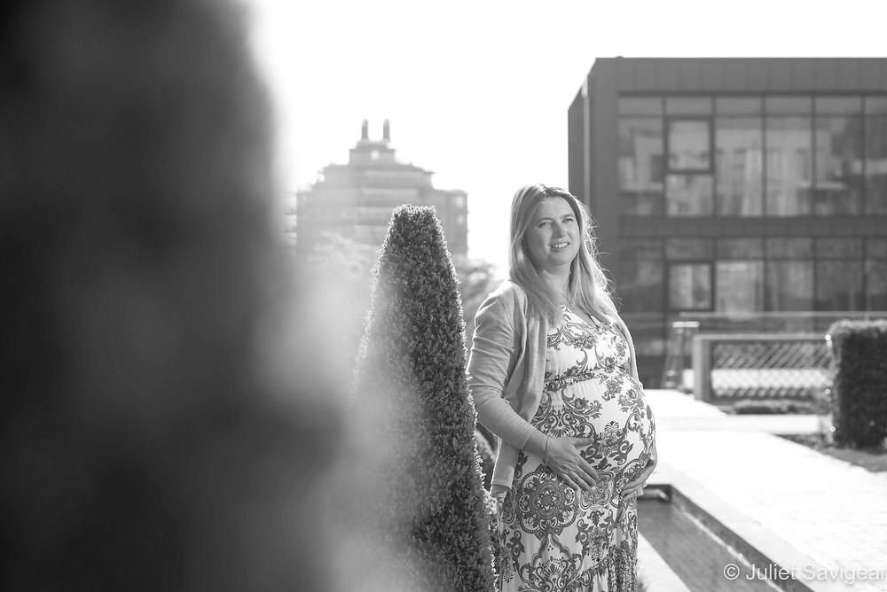 Maternity photography in urban gardens