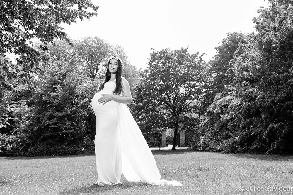 Stunning pregnancy photography in the park