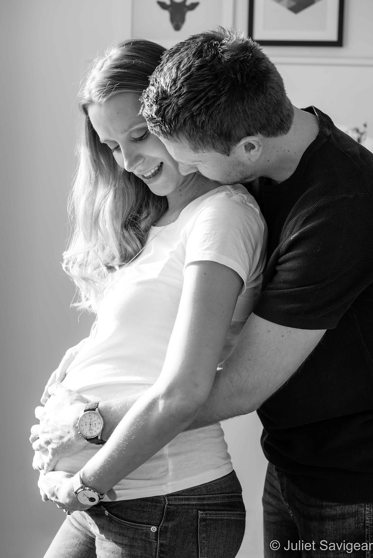Natural maternity photography at home