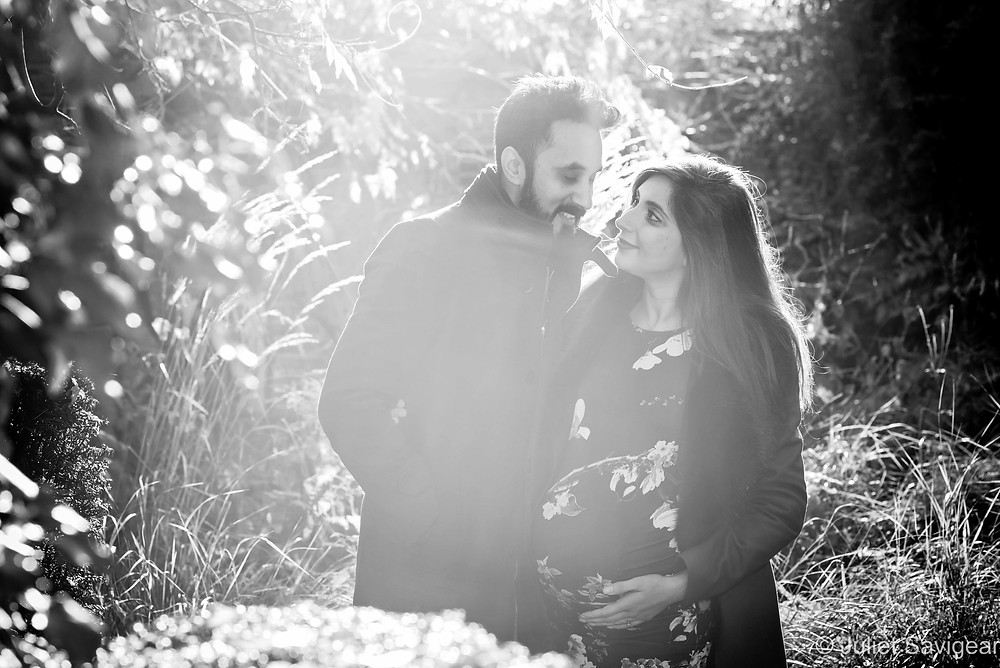 Pregnancy photography in the winter light