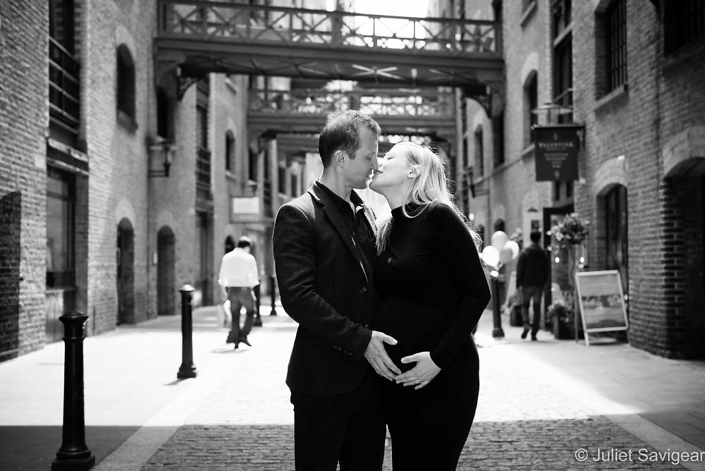 Kiss - Maternity Photography - Shad Thames, London