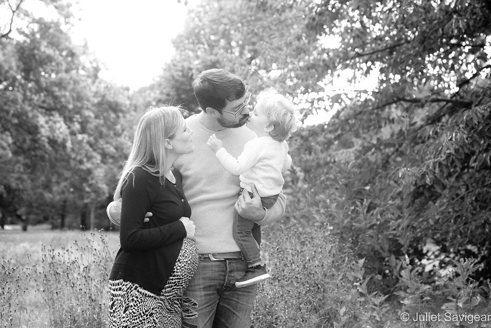 Family & bump photo shoot in the park