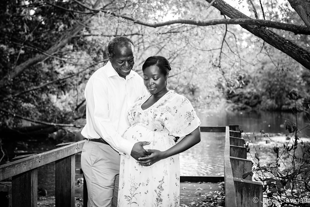 Pregnancy photography by lake