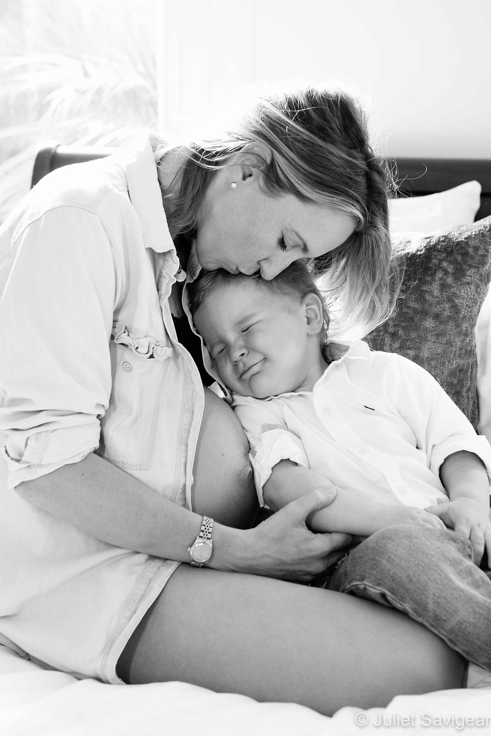 Cuddles With Mummy - Maternity Photography, Dulwich