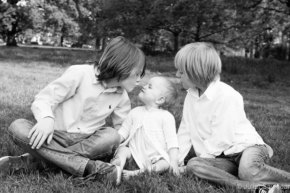 Kiss - Children's photography, Tooting Common