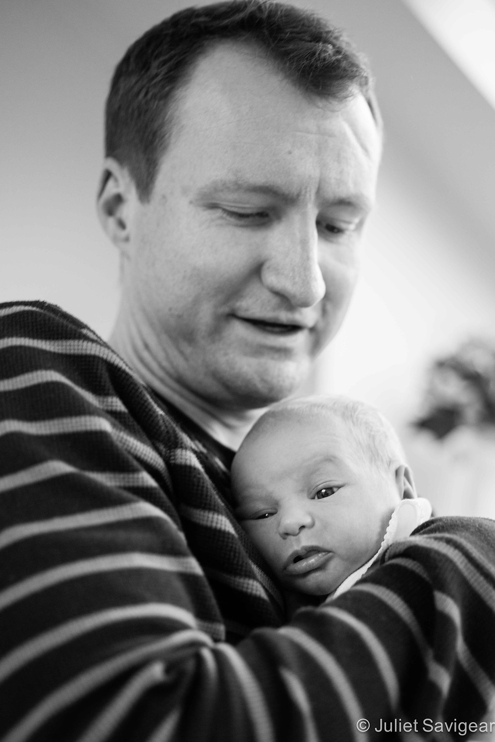 Daddy Cuddles - Newborn baby photography, Tooting Bec