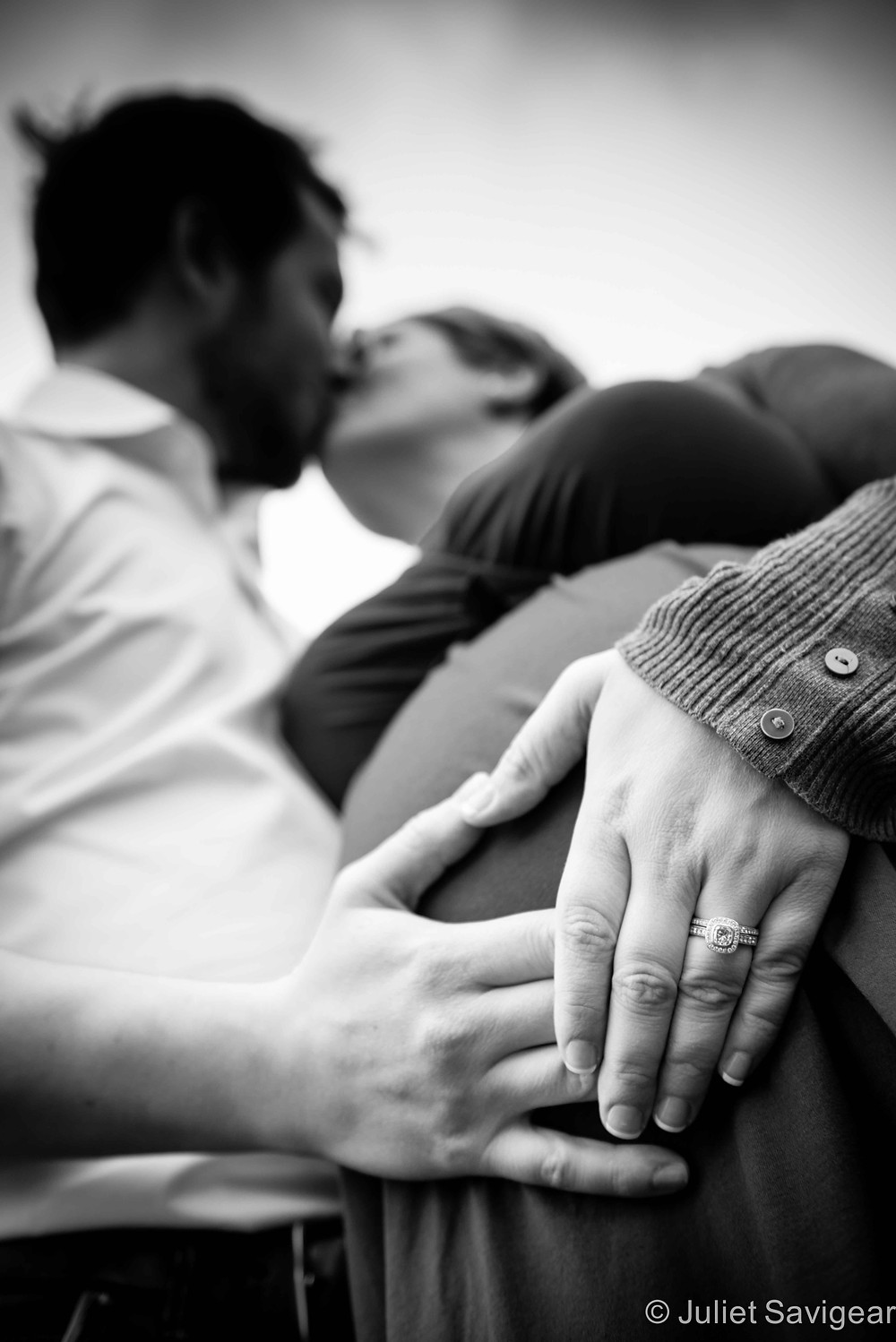 Kiss Over The Bump - Maternity Photography, Southbank, London