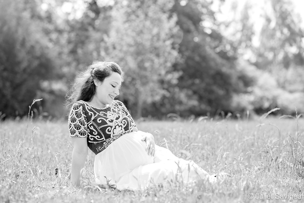 Pregnancy photography in the summer