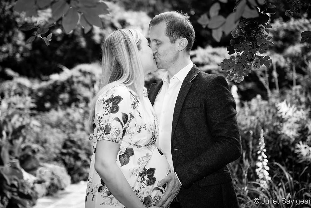 Kiss - Maternity Photography - Southwark Park