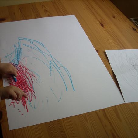 Zwei Hände zeichnen leichter