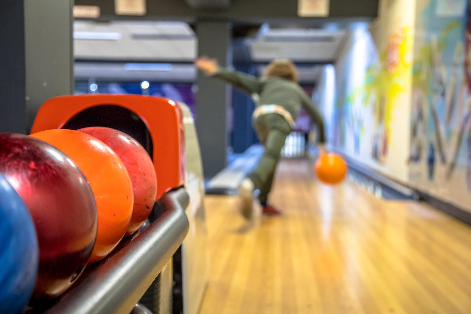 child-throwing-bowling-ball-8ZC6GPH.jpg