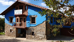Arrizurieta.fachada-azul-casa-rual.jpg