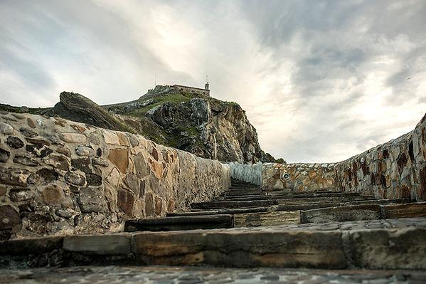 Gaztelugaatxe:Escaleras de Rocadragon