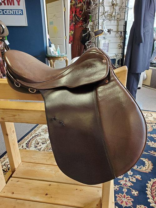 """17.5"""" Courbette Futura XL all-purpose saddle"""