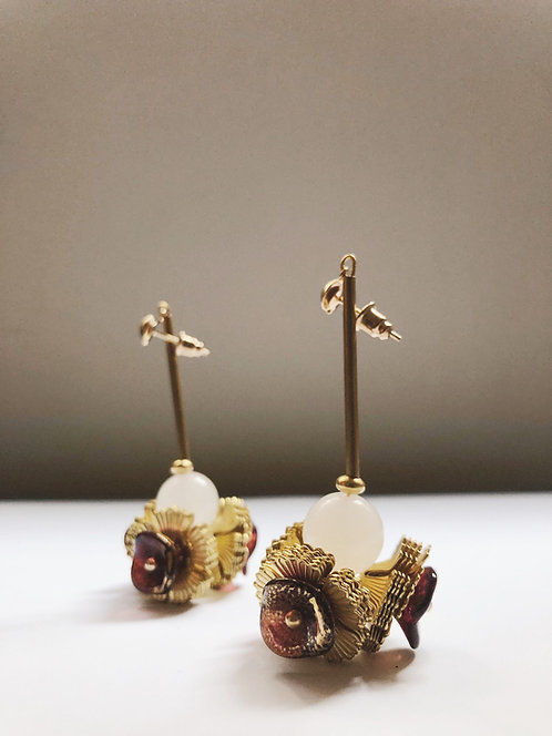 ir. Brass Flowers With White Agate Earrings