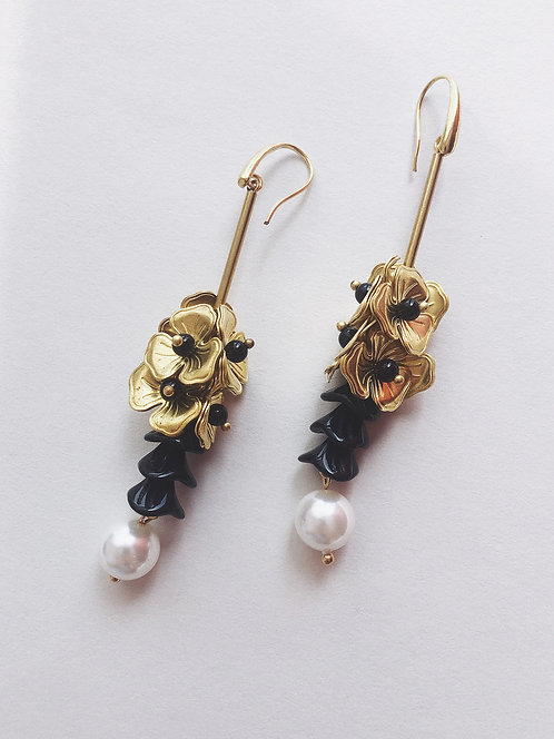ir. Brass Floral Black Bells Pearl Earrings