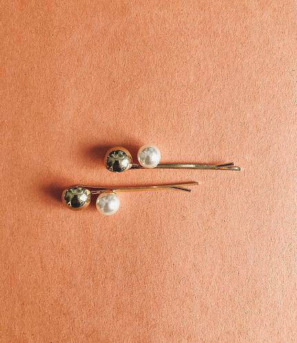 A Pair of Gold/ Pearl pin