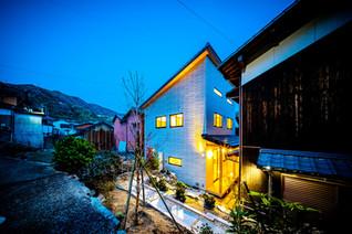四季に花咲く石積み庭園のある暮らし(八幡浜市)