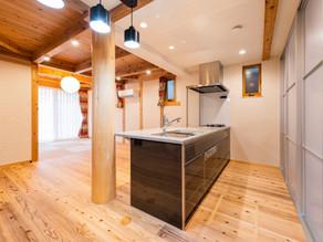 事例:高級キッチンが似合う家
