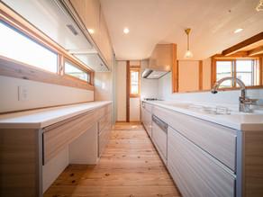 事例:キッチンと内装との調和