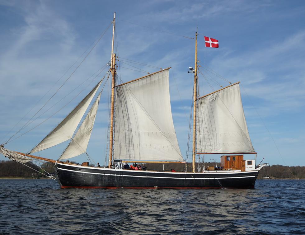 Sejlskibet FREM for sejl