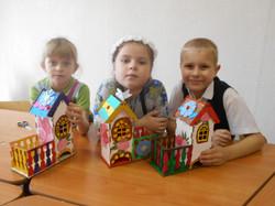 Вот такие домики  получились у Оли, Насти и Степана.