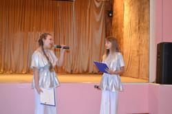 ведущие концерта КСЮША И ОЛЯ