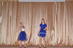 ДЕТСТВО ВЫБИРАЙ поют ведущие концерта Катя и Маша