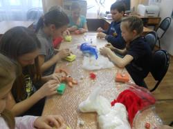 Делаем сережки используя сухое валяние из шерсти.