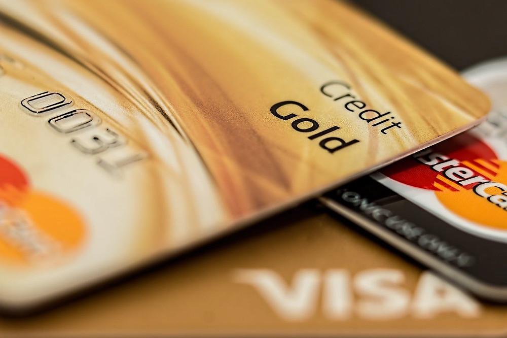 クレジットカードの利用代金の支払いを忘れる