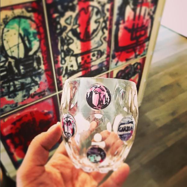 Bicchiere vestito con V. G.