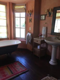 Las Rosas Ensuite Bathroom